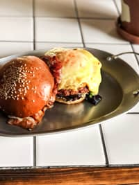 <p>Breakfast Burger</p>
